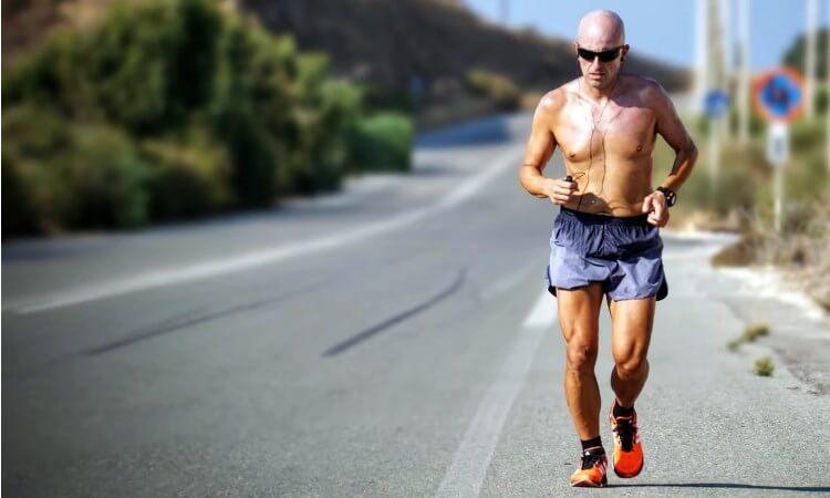 Slik løper du fortere under triathlon